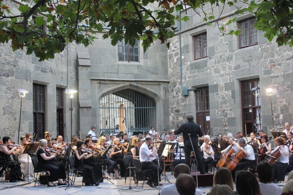 В Алупке состоялся вечер симфонической музыки «Под сенью воронцовского платана» 2