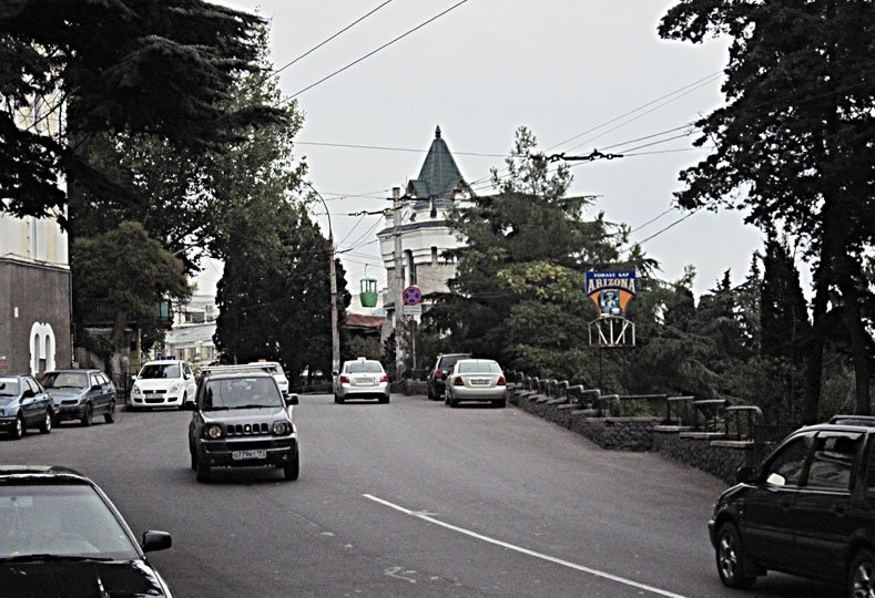 В Ялте отказались вырубать деревья для расширения проезжей части