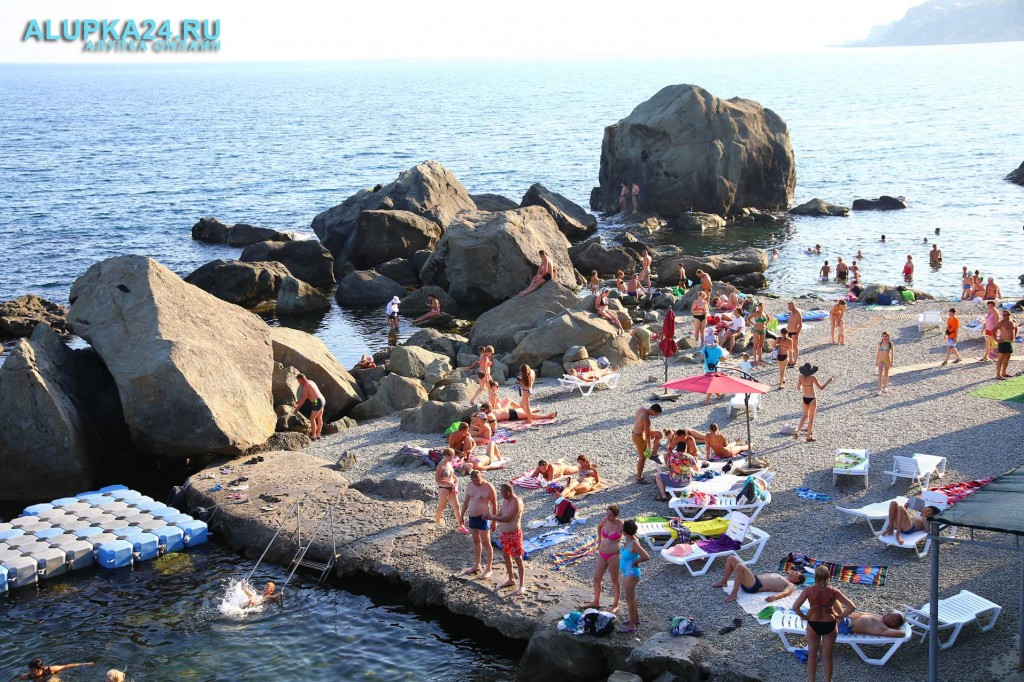 Алупка в разгар курортного сезона и модернизация детского пляжа