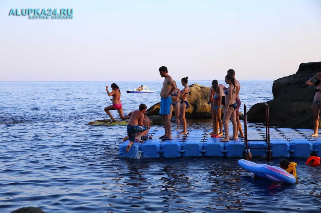 Алупка в разгар курортного сезона и модернизация детского пляжа 5