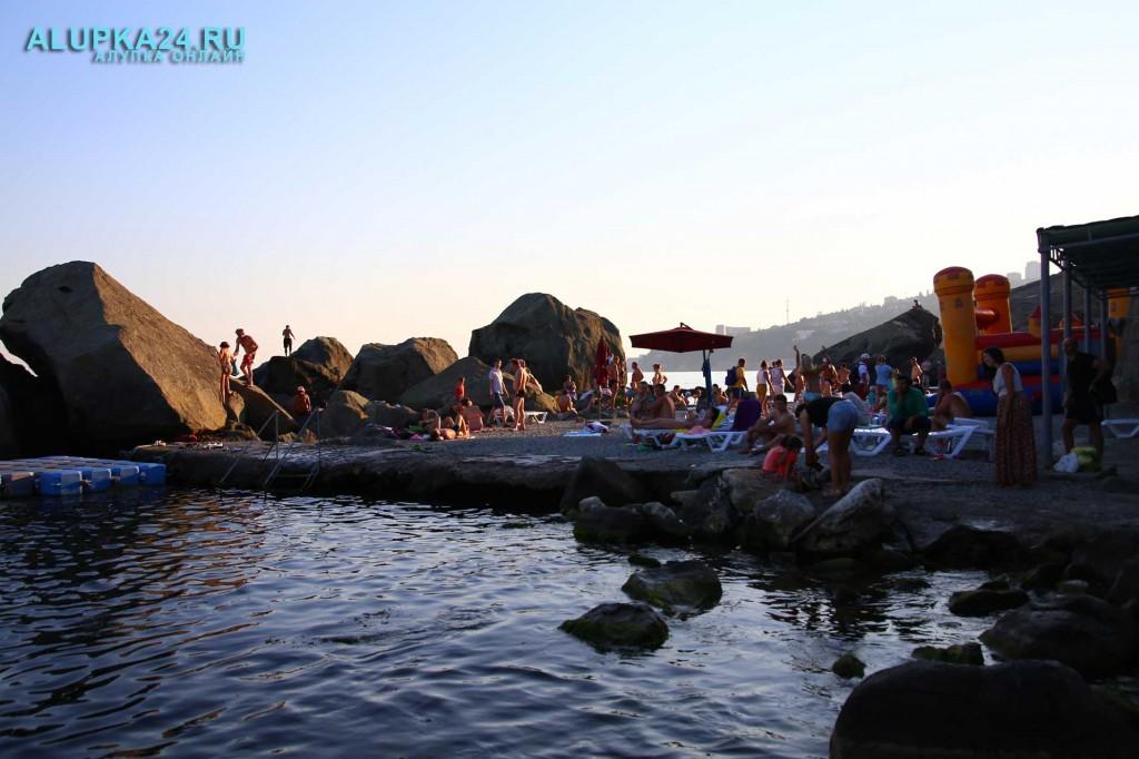 Алупка в разгар курортного сезона и модернизация детского пляжа 2