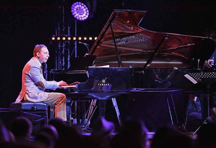 Пианист Яков Окунь