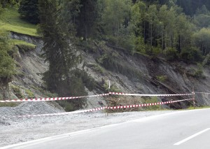Оползень на дороге Ялта-Гончарное