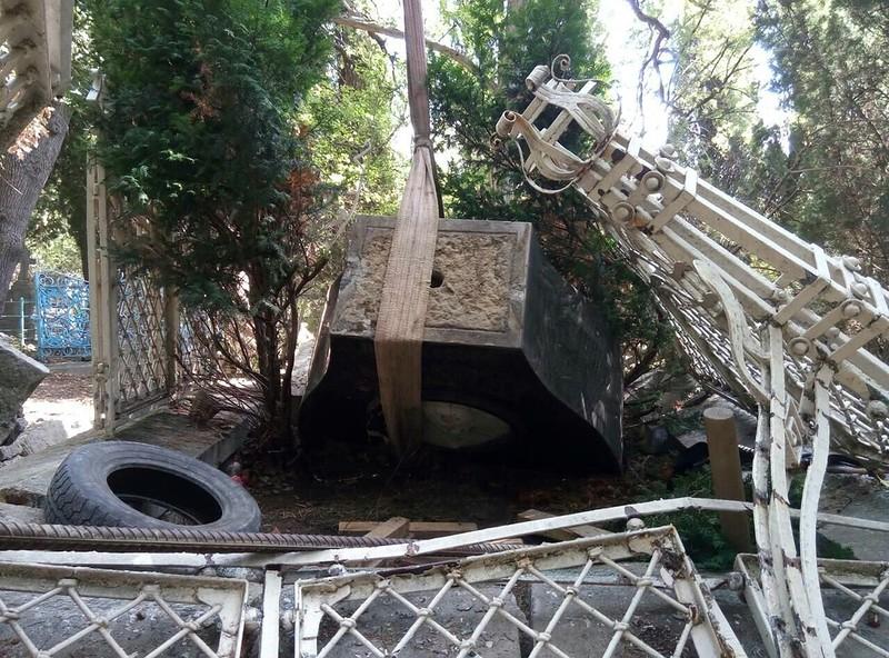 В Алупке восстановят памятник Александру Боброву