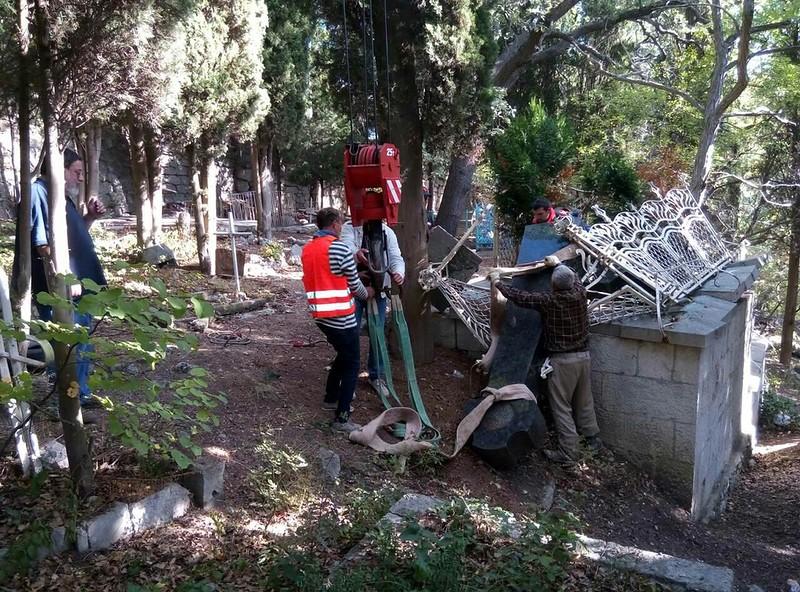 В Алупке восстановят памятник Александру Боброву 2