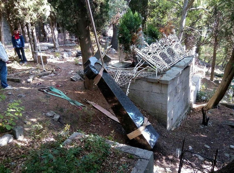 В Алупке восстановят памятник Александру Боброву 3