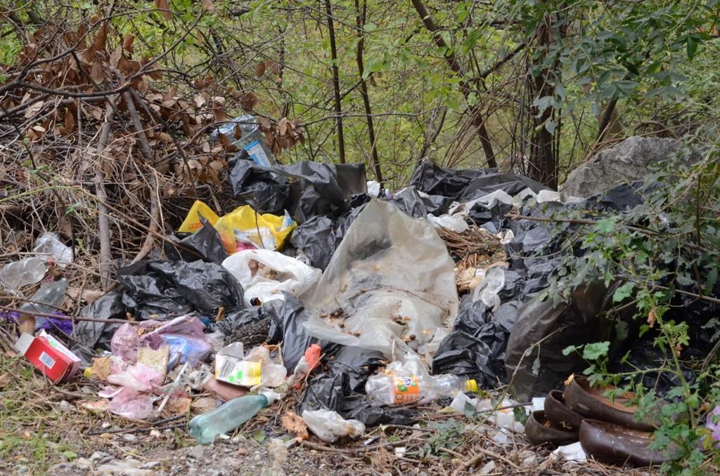 Андрей Ростенко проинспектировал ход восстановления памятника Боброву в Алупке 3