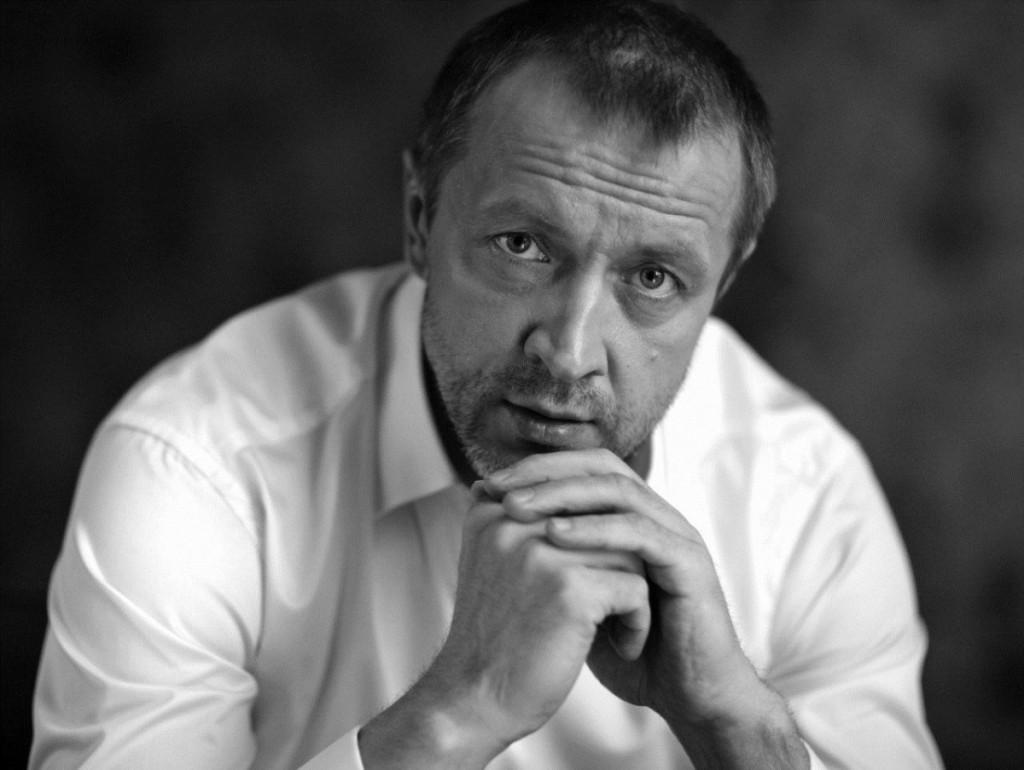 В результате крушения вертолёта погибли три человека: среди них актёр Александр Куликов