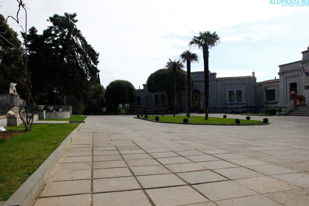 Площадь перед Юсуповским дворцом