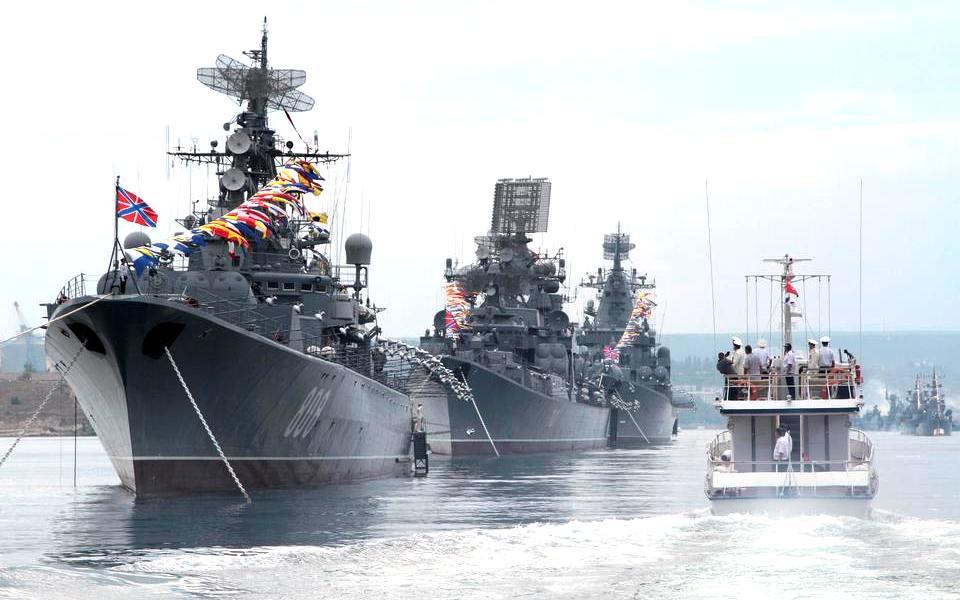 Военные корабли в Севастополе