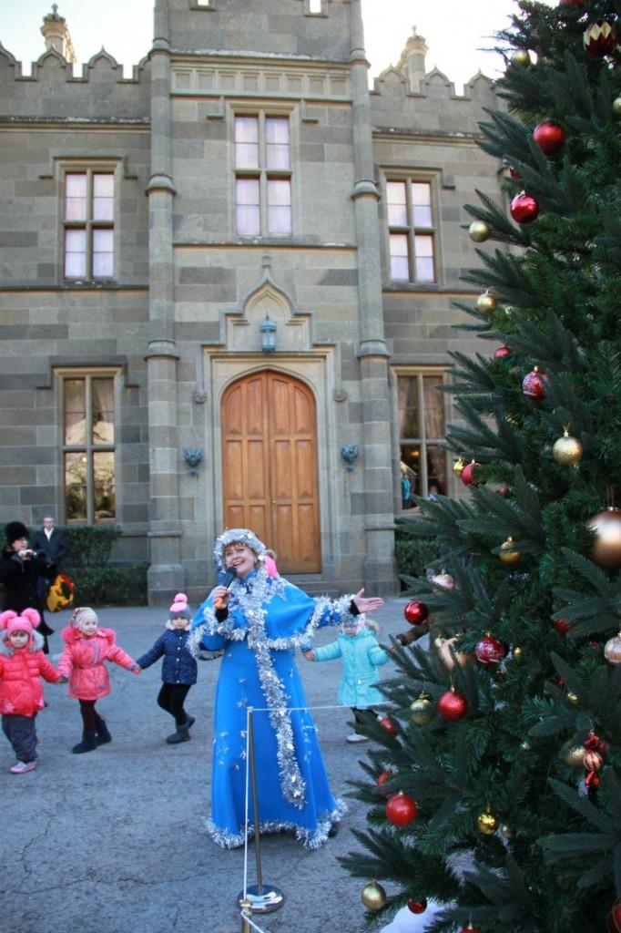 Дед Мороз и Снегурочка на ёлке в Воронцовском дворце 2