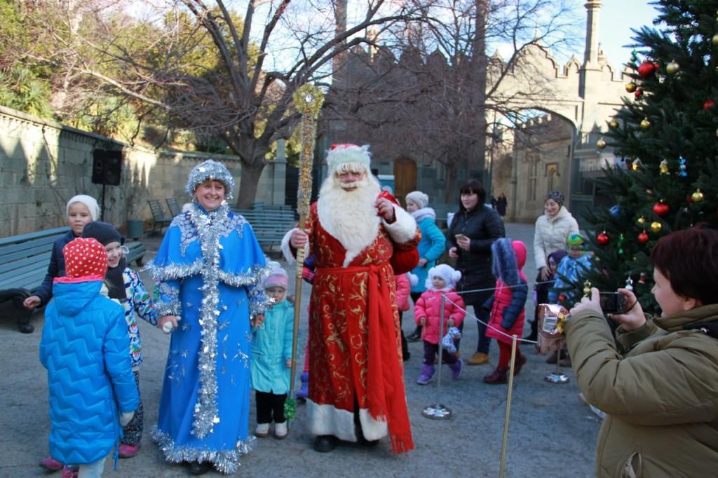 В Воронцовском дворце открыли новогоднюю ёлку