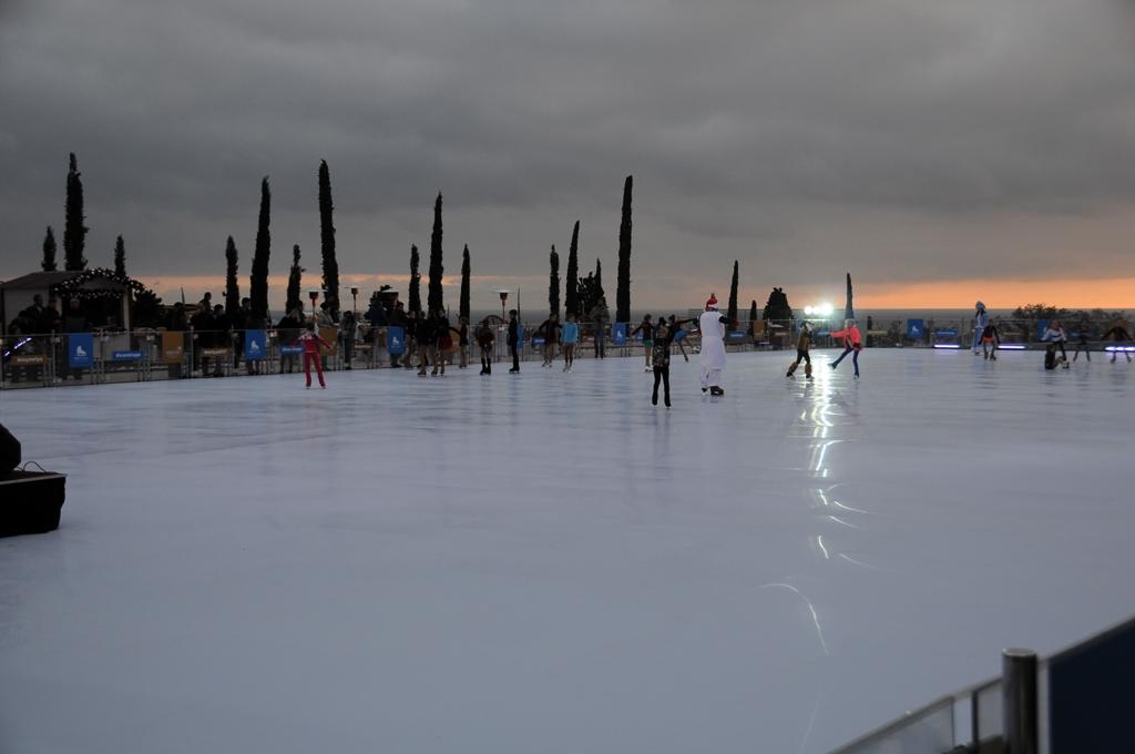 В Ялте заработал самый большой в России открытый каток 2