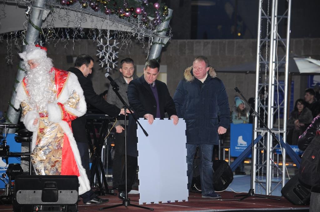 В Ялте заработал самый большой в России открытый каток 3