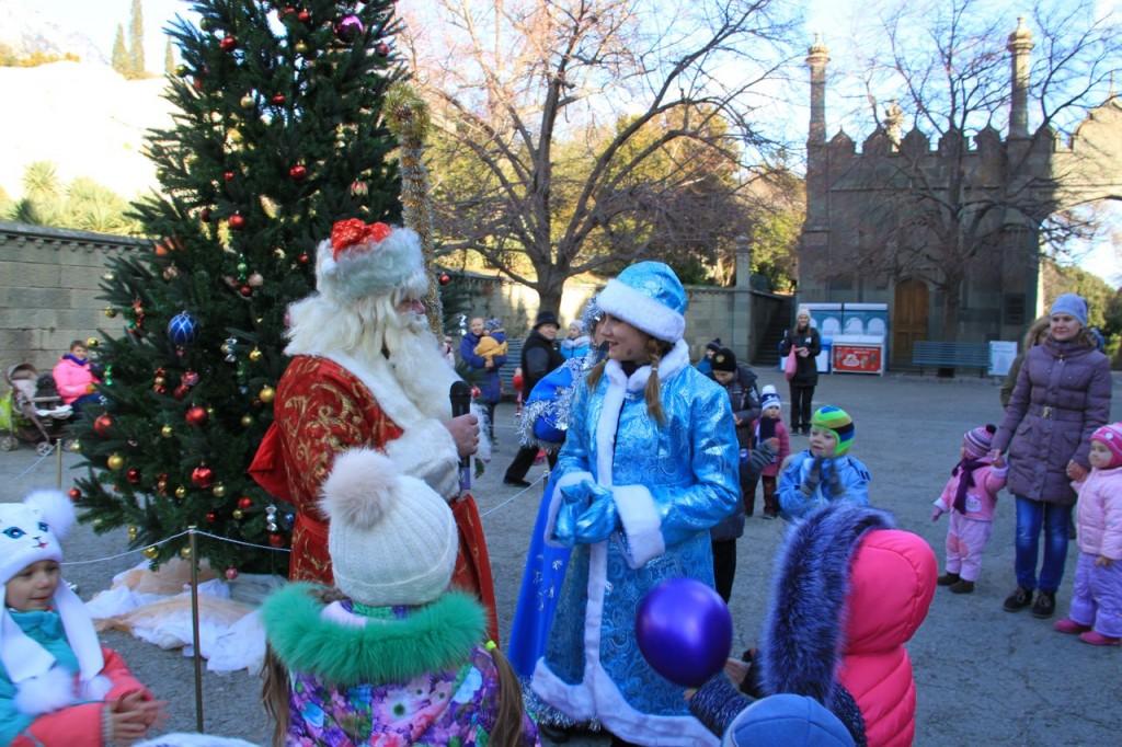 Дед Мороз и Снегурочка на ёлке в Воронцовском дворце 4