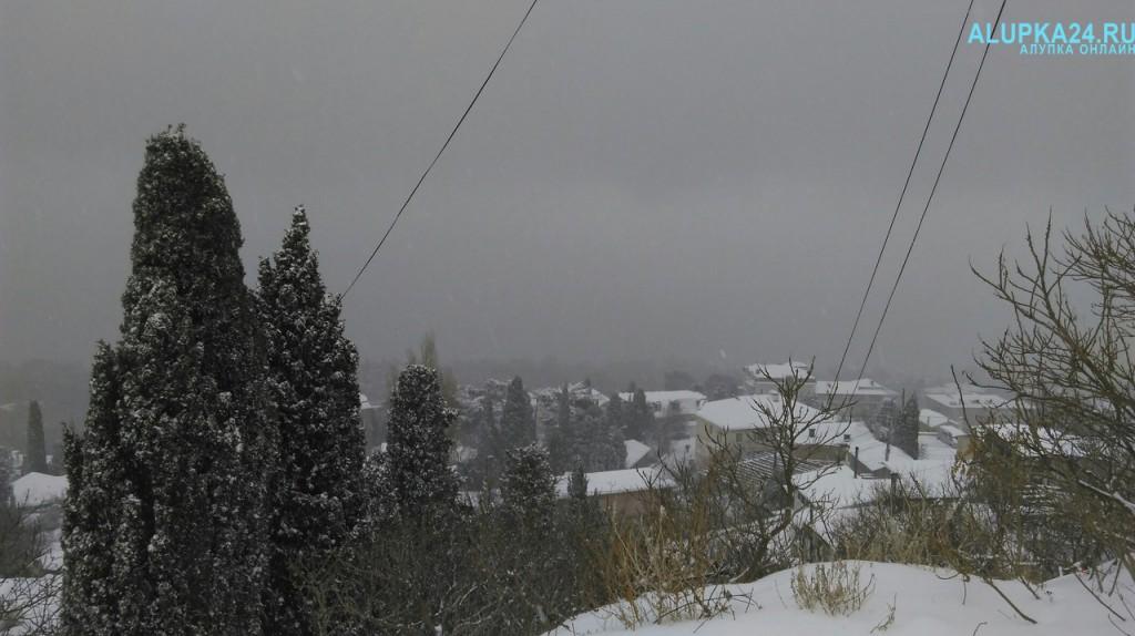 Алупка в снегу зимой 2017