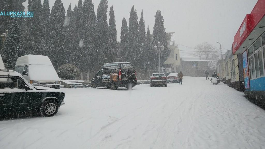 Большую Ялту засыпало снегом