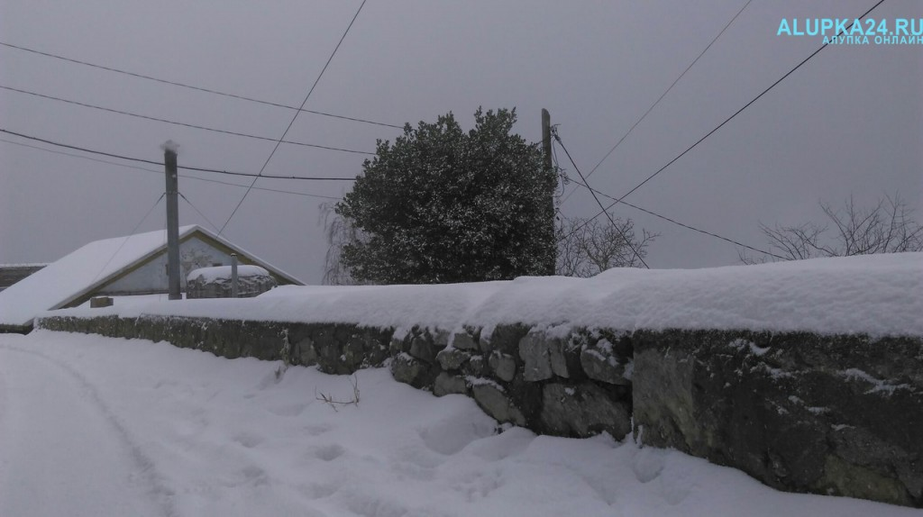 Алупка в снегу зимой 2017 5