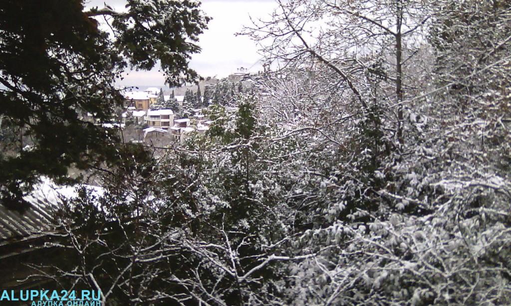 Алупку засыпало снегом 9 января 2017