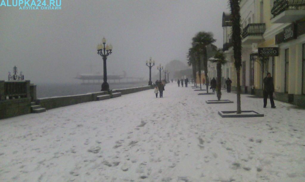 Ялтинская набережная в снегу 2017 3
