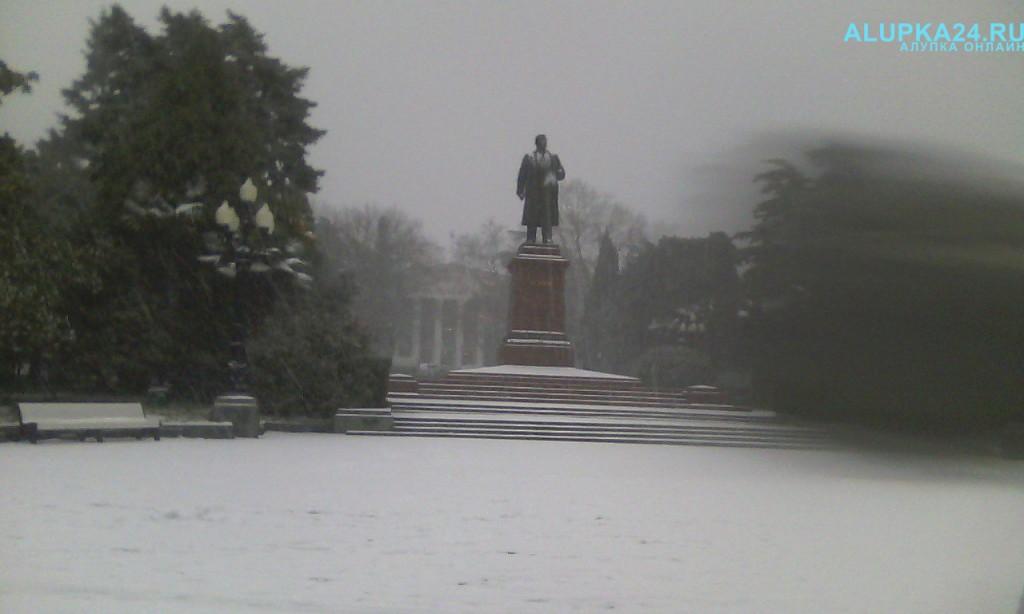 Площадь Ленина в Ялте в снегу 2017
