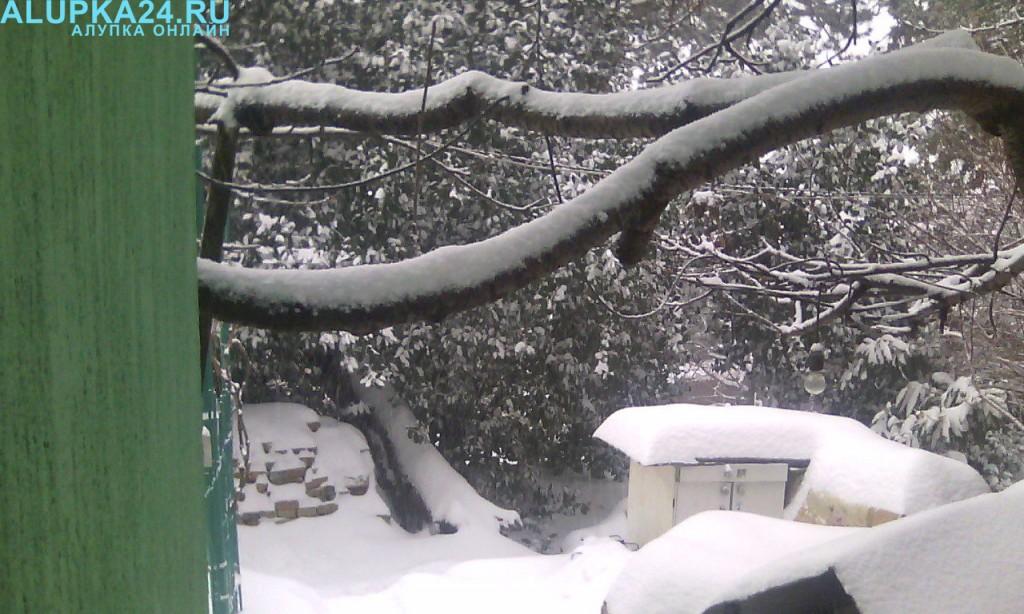 Алупкинский двор в снегу