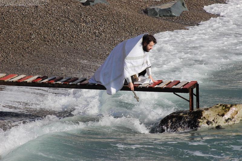 Освящение морской воды в Ялте на Крещение 19.01.2017