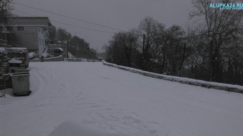 Алупка в снегу зимой 2017 3