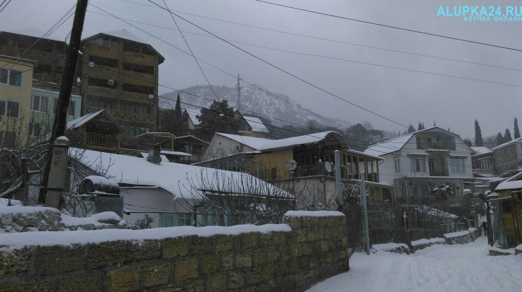 Алупка в снегу зимой 2017 7