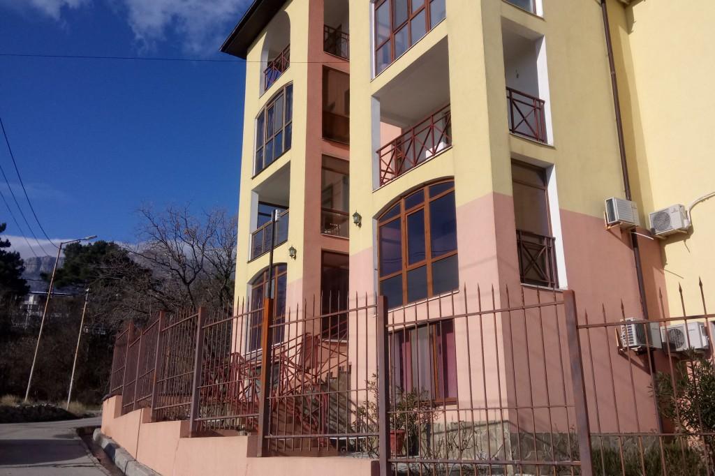Госкомрегистр хочет провести земельную проверку «Испанской деревни» в Алупке – суд против 4