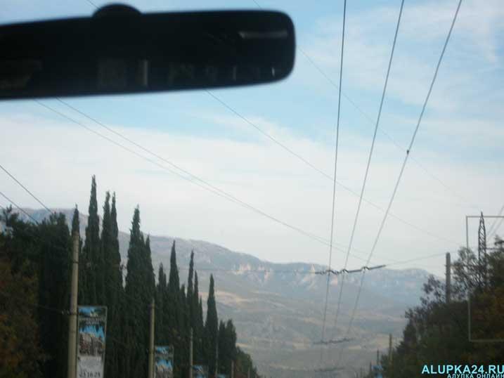 Вид из машины по дороге в Долину приведений