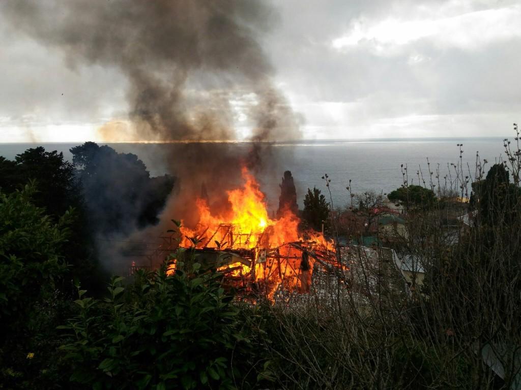 Пожар в Алупке 20.03.17 - 5