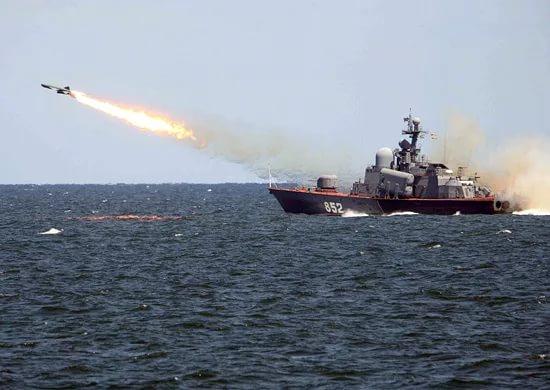 У побережья Крыма прошли учебные ракетные стрельбы