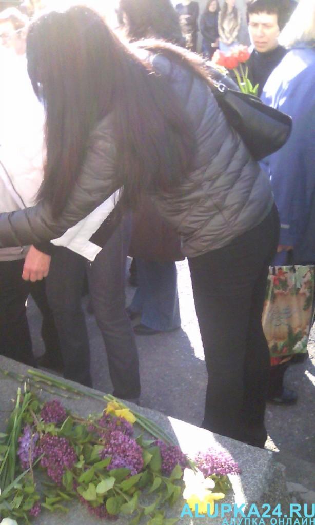 В Алупке в День освобождения города возложили цветы к бюсту Амет-Хана Султана 5