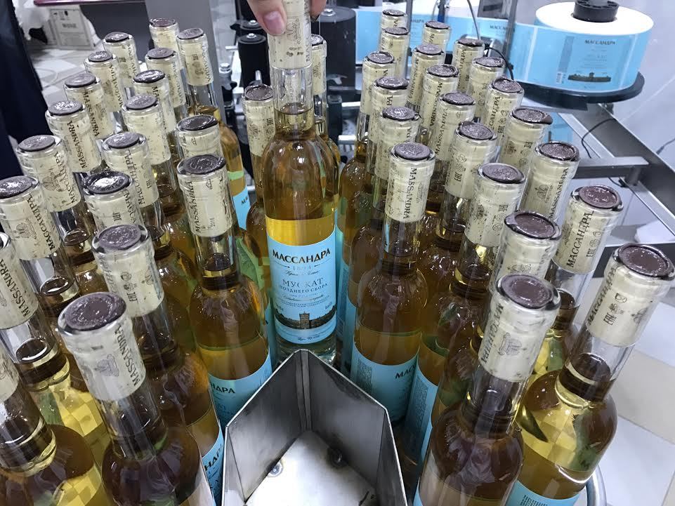 На гурзуфской винодельне начался розлив вин