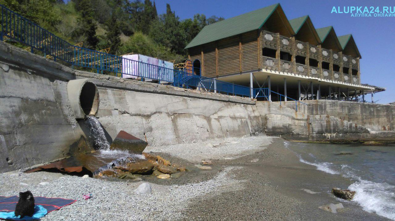 Фотофакт: городской пляж в Алупке совершенно не готов к приёму отдыхающих