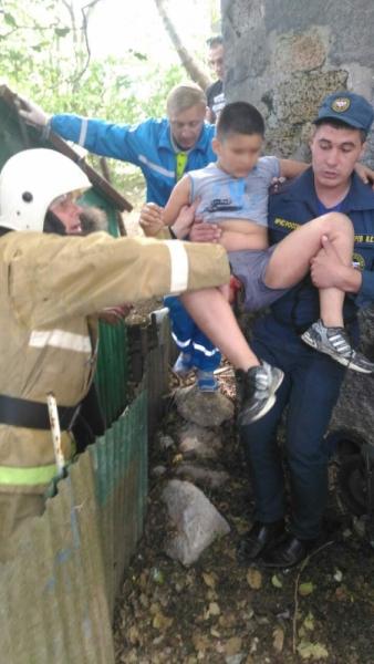 В Алупке на арматуру упал десятилетний мальчик