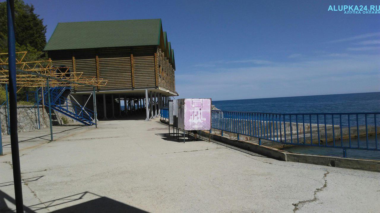 Городской пляж Алупки 4