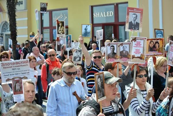 Бессмертный полк в Ялте собрал более 15 тысяч человек 5