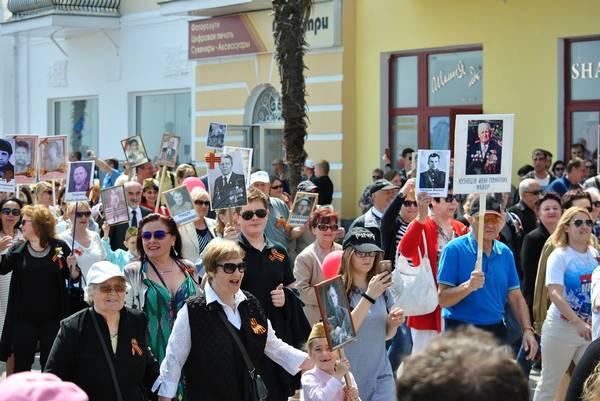 Бессмертный полк в Ялте собрал более 15 тысяч человек 6
