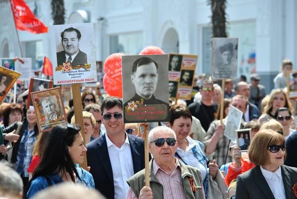 Бессмертный полк в Ялте собрал более 15 тысяч человек 8