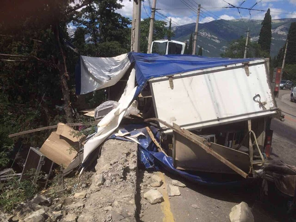 В ДТП в Массандре пострадали 20 человек 3