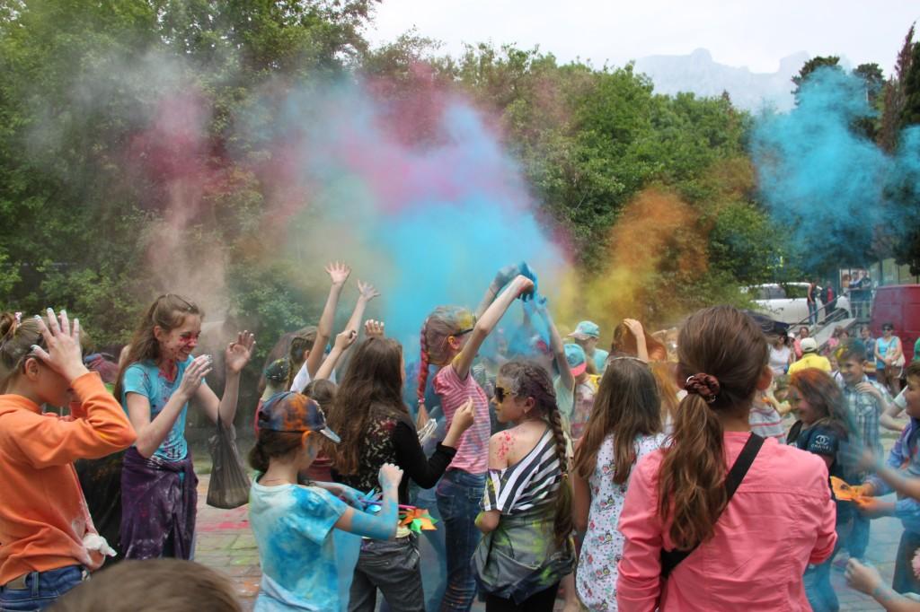 Фестиваль красок на День защиты детей в 2017 году