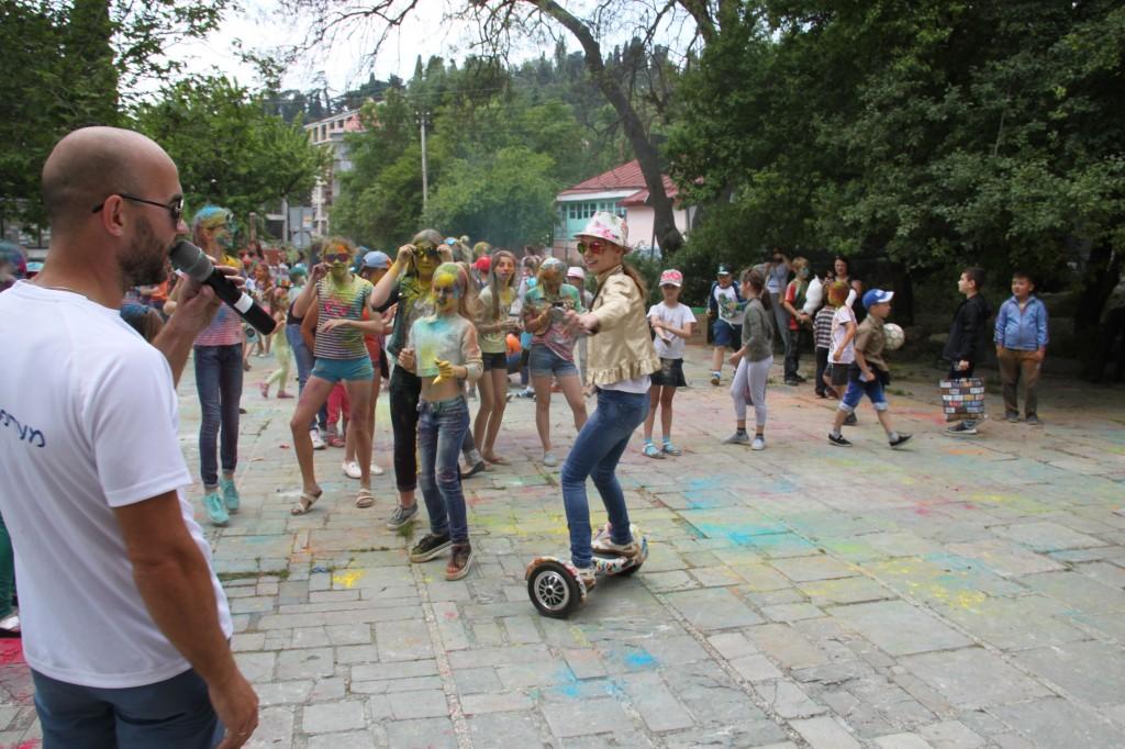 В Алупке День защиты детей отметили фестивалем «Солнечный круг» (фото) 4