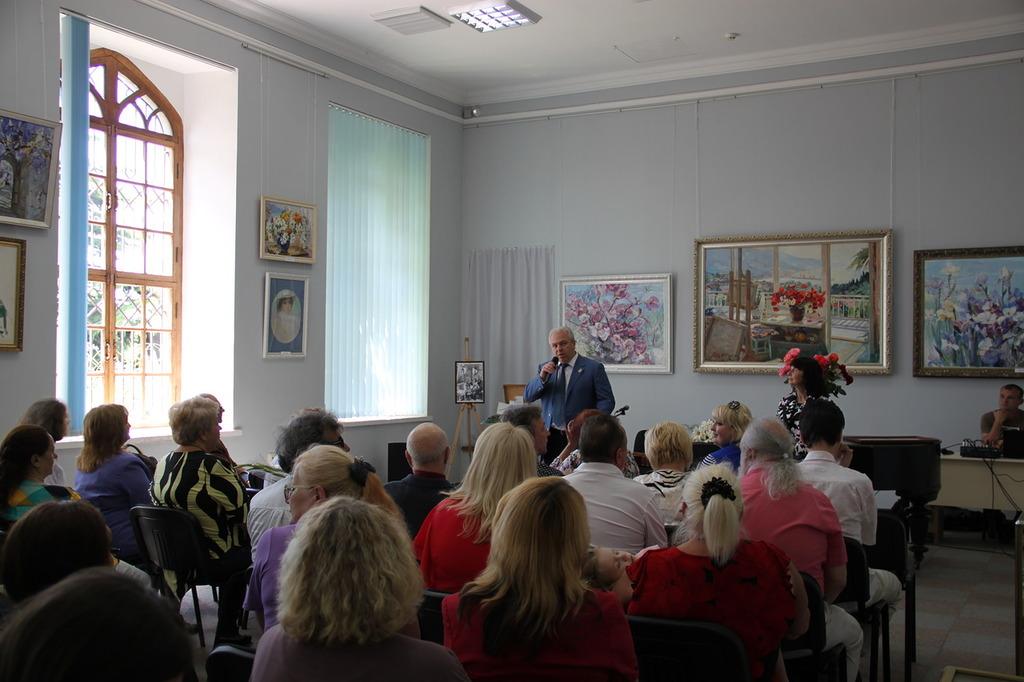 В Алупке состоялась выставка Валентины Цветковой 4