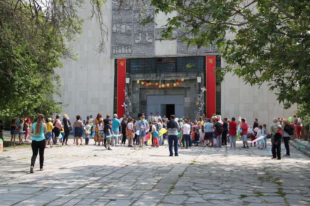 В Алупке День защиты детей отметили фестивалем «Солнечный круг»