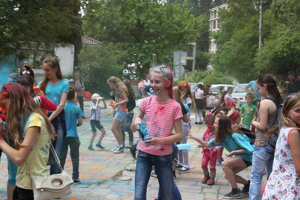 Фестиваль красок на День защиты детей в 2017 году 3