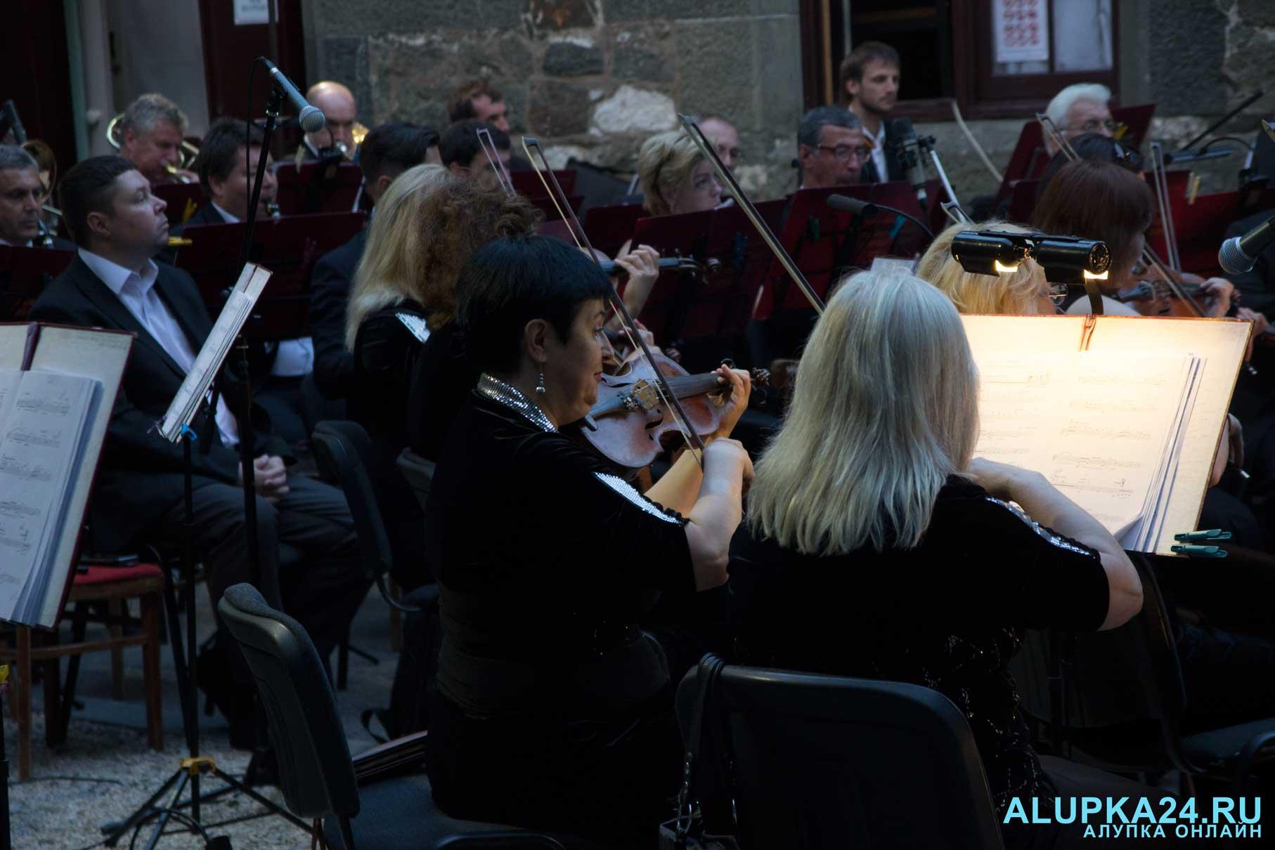«Под сенью воронцовского платана» выступил симфонический оркестр  7