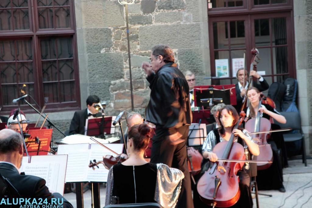 «Под сенью воронцовского платана» выступил симфонический оркестр  8