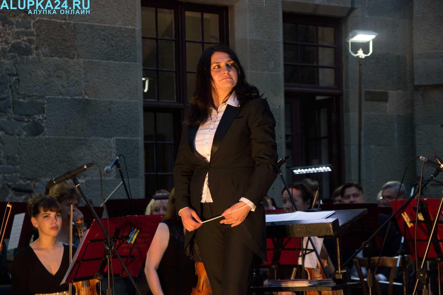 Дирижер симфонического оркестра крымской государственной филармонии Яна Анненкова